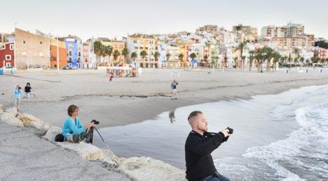 Villajoyosa er en liten by på størrelse med Drøbak beliggende ved kysten mellom Alicante og Benidorm. Foto: Grandefoto.